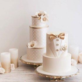 کیک های شیک و زیبای جشن نامزدی یا عروسی  با تم کرم طلایی و طرح لباس دامادی