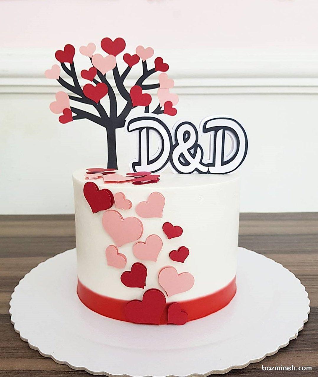 مینی کیک فانتزی جشن سالگرد ازدواج با تم سفید صورتی قرمز