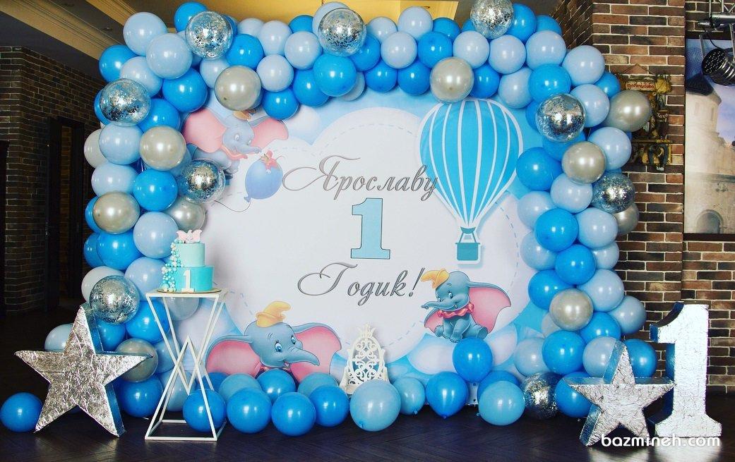 دکوراسیون و بادکنک آرایی زیبای جشن تولد یکسالگی پسرانه با تم بالن و ستاره آبی نقره ای