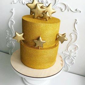 کیک دو طبقه جشن تولد بزرگسال با روکش شاینی طلایی و تم ستاره