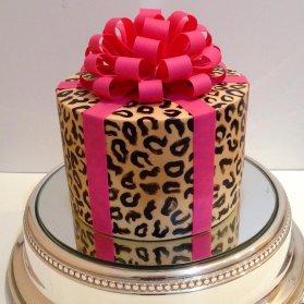 کیک جالب جشن تولد دخترونه بزرگسال با تم پلنگی