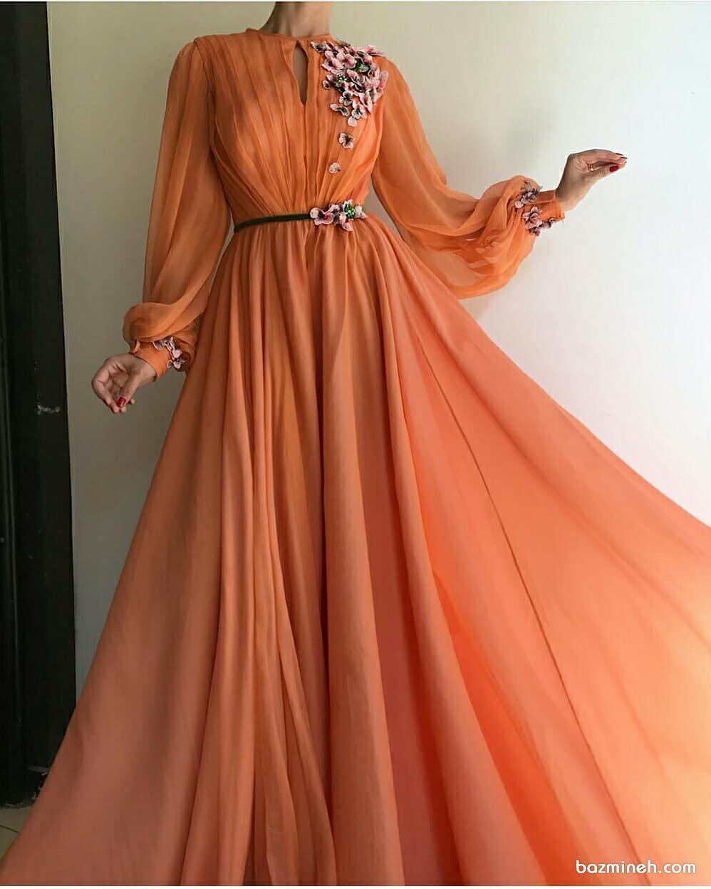پیراهن حریر بلند نارنجی رنگ با آستین های پفی مچ دار گل برجسته مدلی زیبا برای عروس خانم ها در مراسم عقد محضری