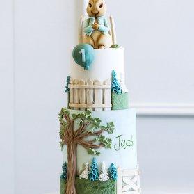 کیک چند طبقه فوندانت جشن تولد یکسالگی کودک با تم خرگوش