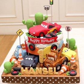 کیک فوندانت کارتونی جشن تولد پسرونه با تم ماشین ها (Cars)