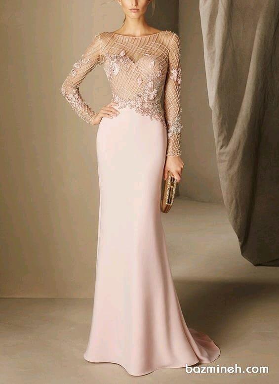 لباس مجلسی زنانه بالا تنه گیپور با دامن مدل ماهی و آستین های توری بلند مدلی پوشیده برای ساقدوش های عروس