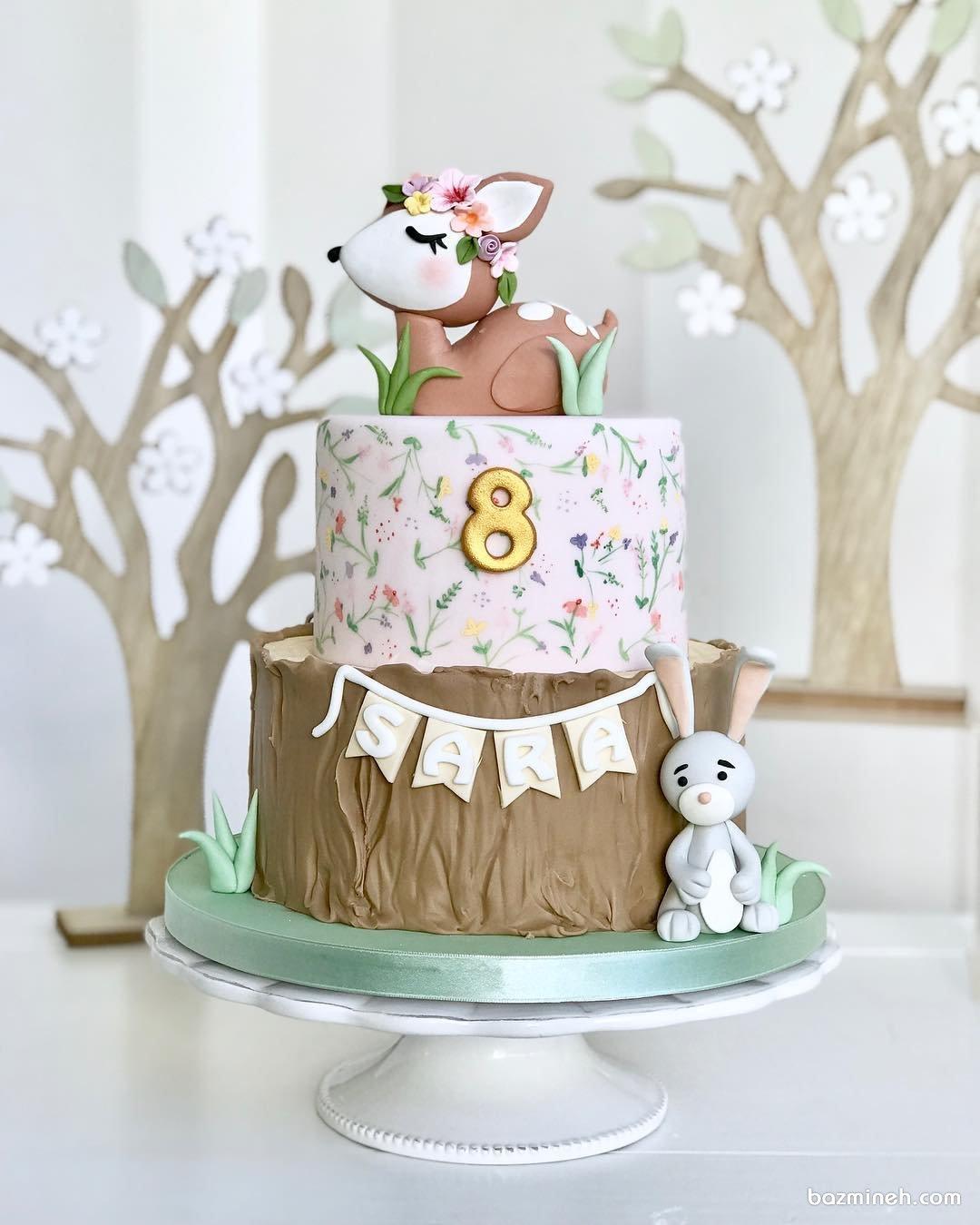 کیک دو طبقه فوندانت جشن تولد کودک با تم آهو و جنگل