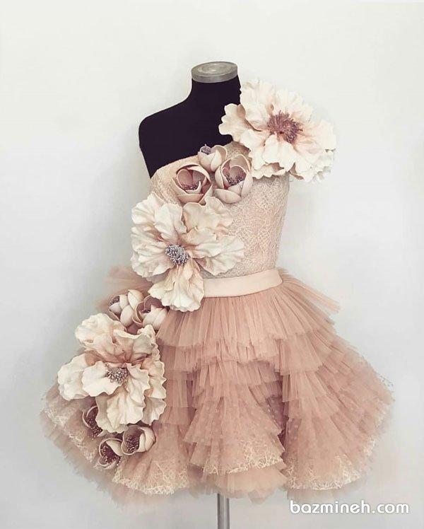 پیراهن پفی کوتاه دخترونه با یقه مدل رومی و گلدوزی زیبا مناسب برای جشن تولد پرنسس کوچولوها
