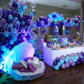 دکوراسیون و بادکنک آرایی جشن تولد دخترونه با تم صدف دریایی بنفش آبی
