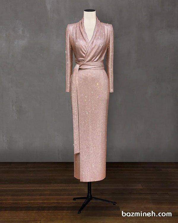 مدل مانتو عقد بلند با پارچه شاینی گلبهی و یقه مدل چپ و راستی مناسب برای عروس خانم های خوش اندام