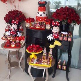 دکوراسیون جالب جشن تولد دخترونه با تم مینی موس قرمز مشکی (Minnie Mouse)