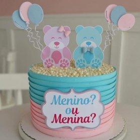 کیک خامهای جشن تعیین جنسیت یا بیبی شاور با تم آبی صورتی