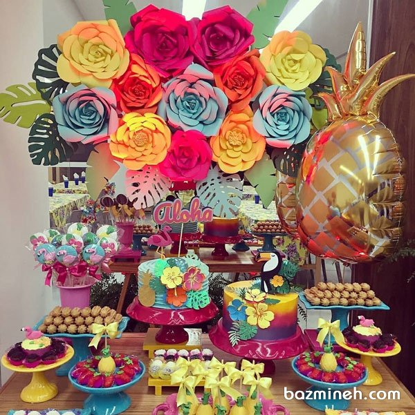 دکوراسیون شاد جشن تولد نوجوان با تم فلامینگو صورتی تزیین شده با گلهای کاغذی رنگی
