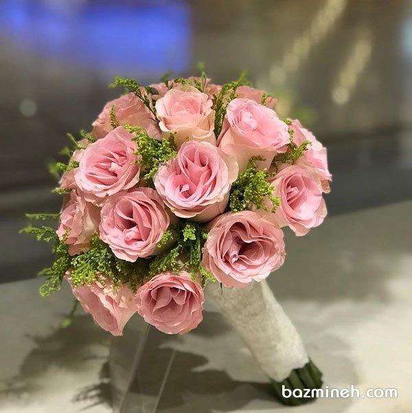 دسته گل ملیح عروس به رنگ صورتی با استایل کلاسیک