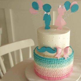 کیک دو طبقه خامه ای جشن تعیین جنسیت یا بیبی شاور با تم صورتی آبی