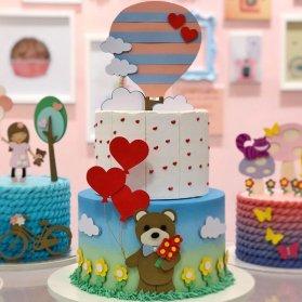 کیک دو طبقه جشن تولد کودک تم خرسی و قلب