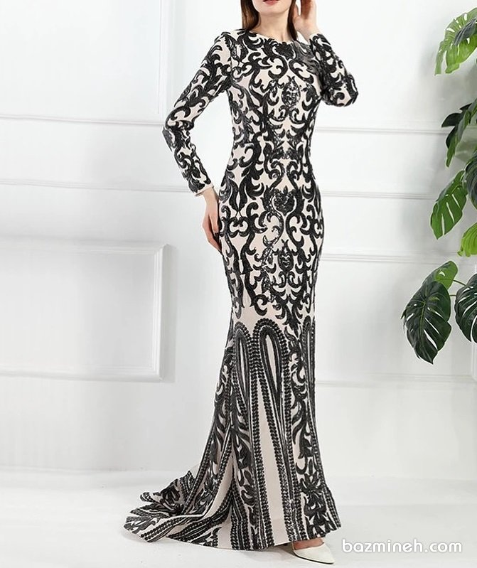 لباس شب شیک و پوشیده دنباله دار با پارچه طرح دار کرم مشکی مدلی زیبا برای خانم های خوش اندام
