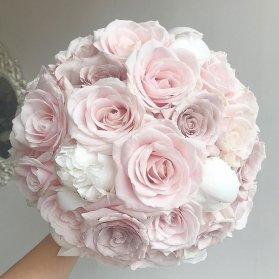 دسته گل ملیح و رمانتیک عروس با گل های رز و صد تومنی