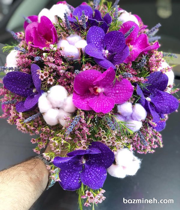دسته گل عروس با گلهای ارکیده بنفش صورتی و تم زمستانی