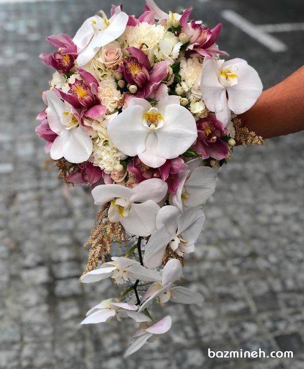دسته گل ملیح عروس با گل های ارکیده سفید