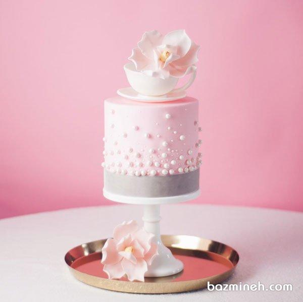 کیک جشن تولد دخترونه با تم صورتی و تزیین زیبای گل ارکیده با خمیر فوندانت و مرواریدهای خوراکی
