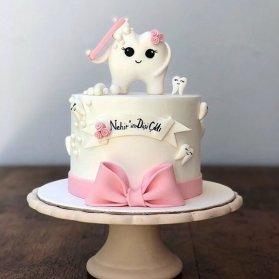 مینی کیک زیبای جشن دندونی با تم سفید صورتی