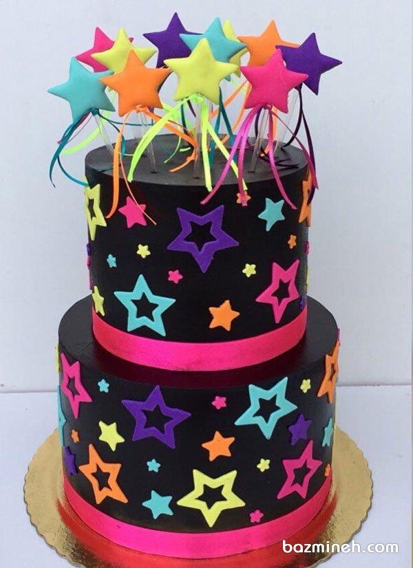کیک دو طبقه جشن تولد بزرگسال با تم ستاره های رنگی