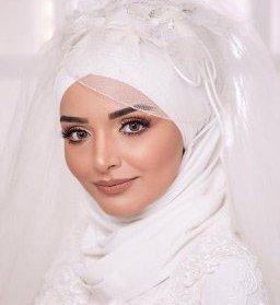 آرایش لایت عروس با لنز رنگی