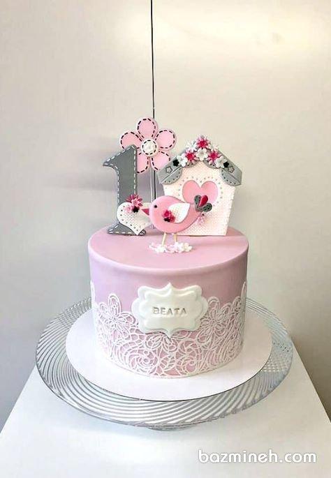کیک فوندانت جشن تولد دخترونه با تم طوسی صورتی و تزیین زیبا با کوکی های شکلی