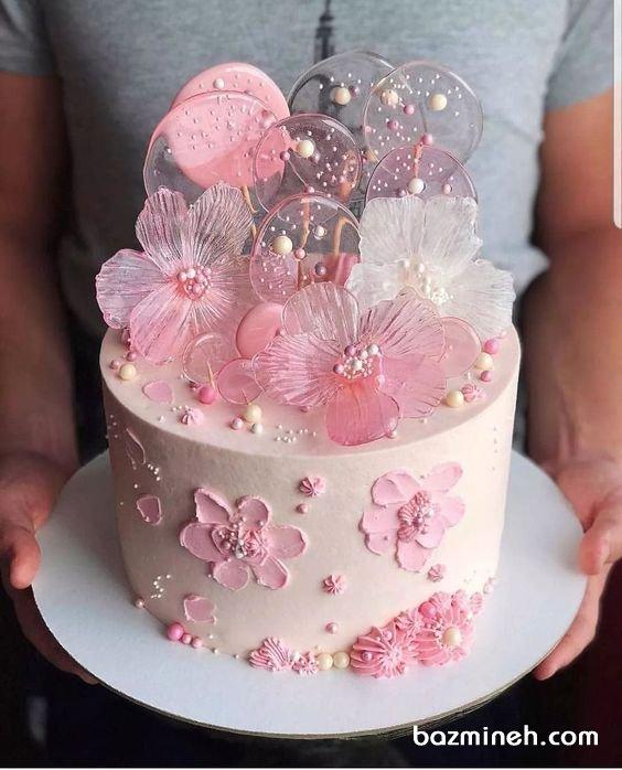 مینی کیک خامهای جشن تولد دخترونه با تم سفید صورتی