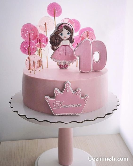 مینی کیک رویایی جشن تولد ده سالگی دخترونه با تم صورتی و تزیین زیبای کوکیهای شکلی