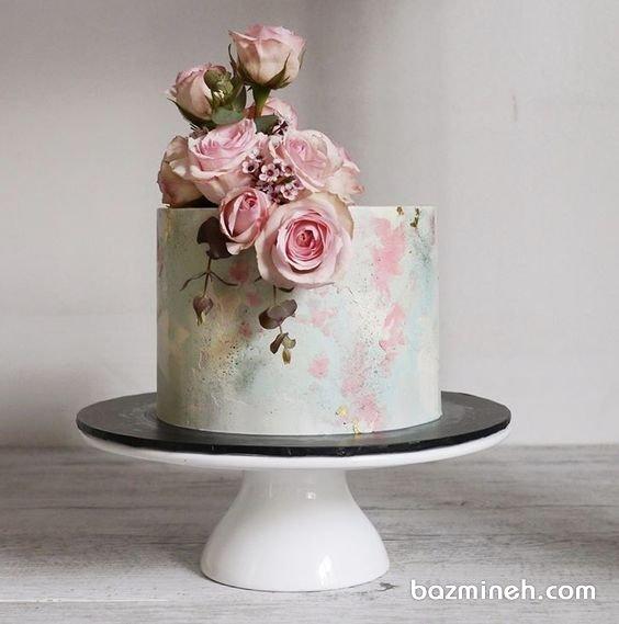 مینی کیک رویایی جشن تولد بزرگسال یا سالگرد ازدواج با تم آبرنگی آبی صورتی تزیین شده با گلهای رز طبیعی