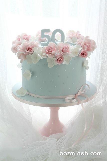 مینی کیک رمانتیک جشن تولد بزرگسال تزیین شده با گلهای خمیری فوندانت