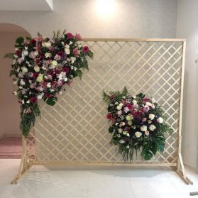گلآرایی شیک گلهای طبیعی زیبا برای دکوراسیون جشن نامزدی و عروسی
