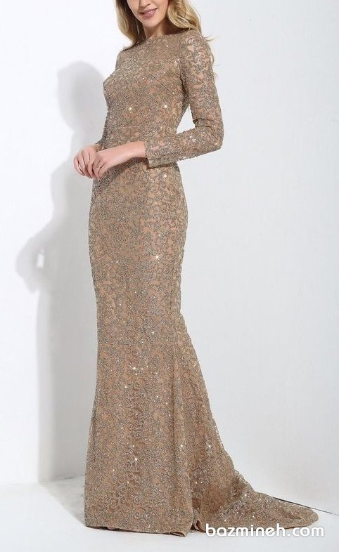 لباس مجلسی ماکسی پوشیده آستین دار با دامن مدل ماهی دنباله دار و پارچه پولکی طلایی مناسب برای ساقدوش های عروس