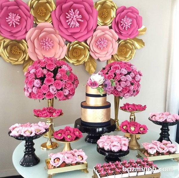 دکوراسیون شیک جشن تولد بزرگسال با تم صورتی طلایی با تزیین زیبای گلهای کاغذی