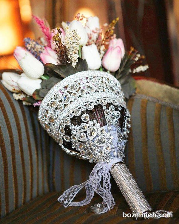 دسته گل عروس با پایه خاص نگین دار