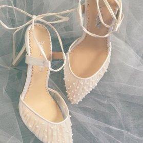 کفش عروس نوک تیز با مروارید دوزی ظریف