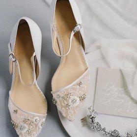 کفش عروس سنگدوزی شده مدلی زیبا برای عروس خانمهای خاص پسند
