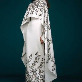 پیراهن پوشیده با پارچه ساتن مات سفید رنگ سنگ دوزی شده مدلی یونیک برای مراسم عقد