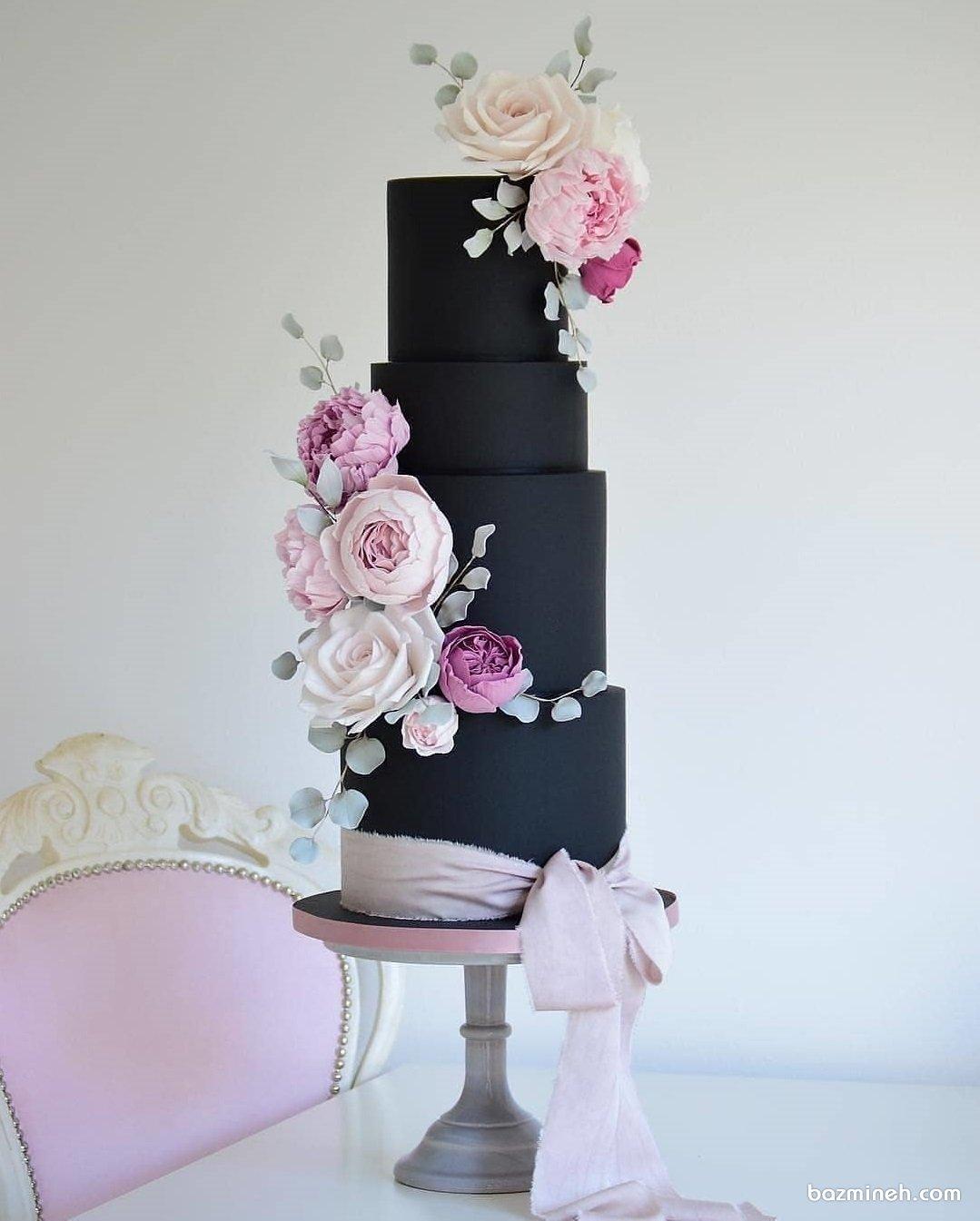 کیک چند طبقه خاص جشن تولد بزرگسال یا جشن سالگرد ازدواج با تم مشکی