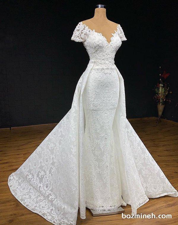 لباس عروس با یقه دلبری باز و آستین کوتاه و دامن مدل دار دو تیکه