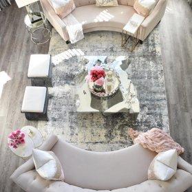 طراحی داخلی مدرن منزل نوعروس با تم رنگی کرم طوسی پیشنهادی برای زوج های ساده پسند