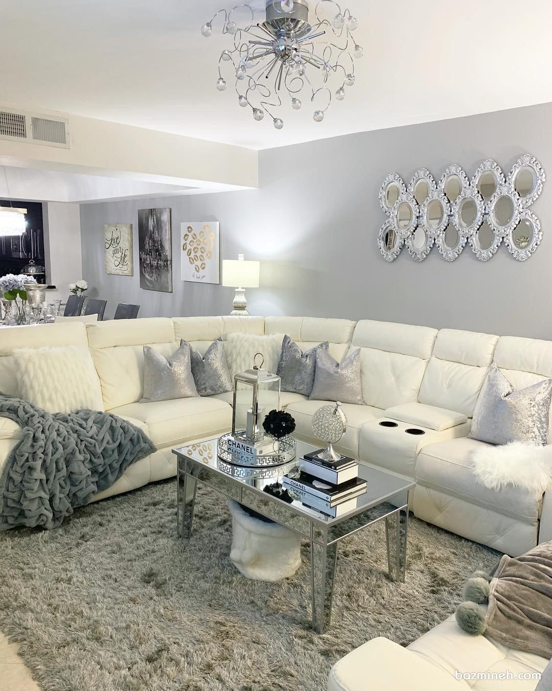 دکوراسیون امروزی منزل نوعروس با تم رنگی سفید طوسی با آینه کاری روی دیوار