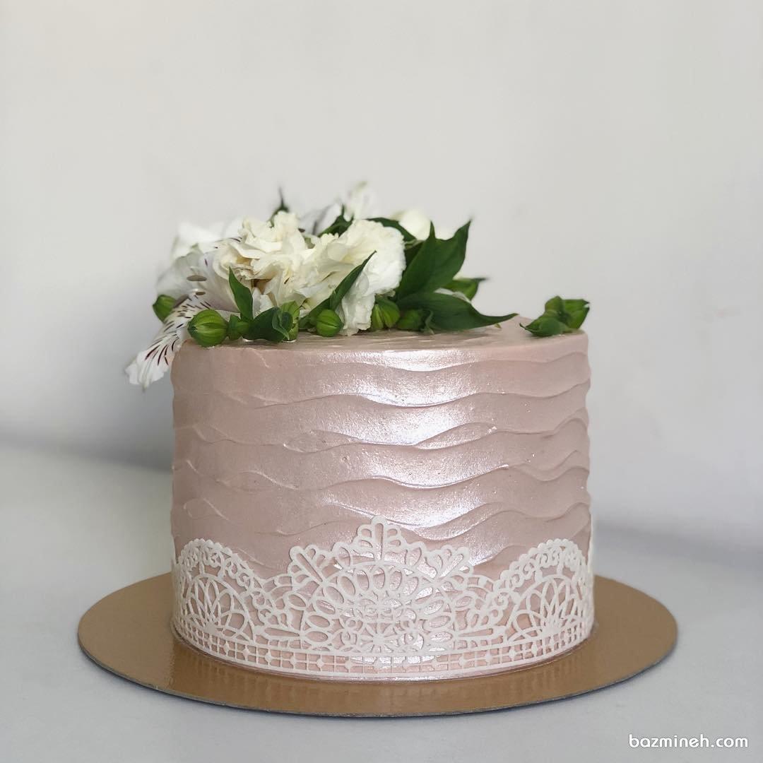 مینی کیک ملیح و رمانتیک جشن تولد یا سالگرد ازدواج با تزیین گلهای طبیعی