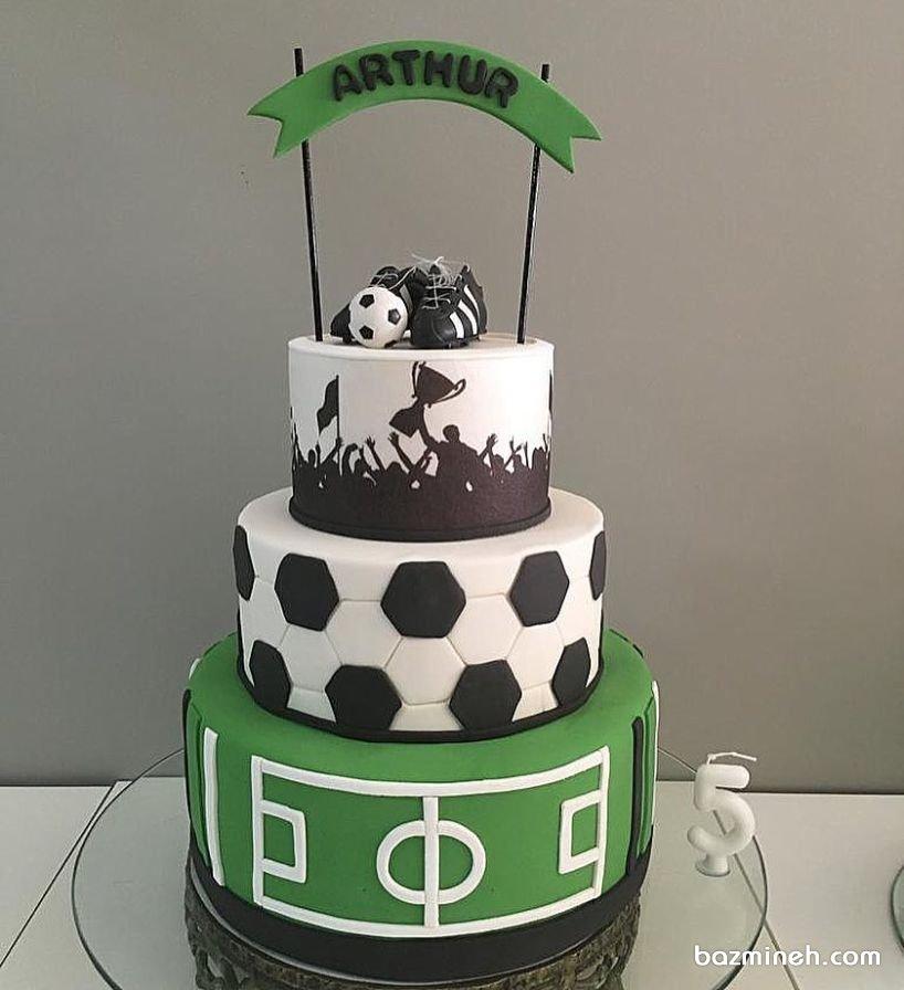 کیک چند طبقه فوندانت جشن تولد پسرونه با تم فوتبالی