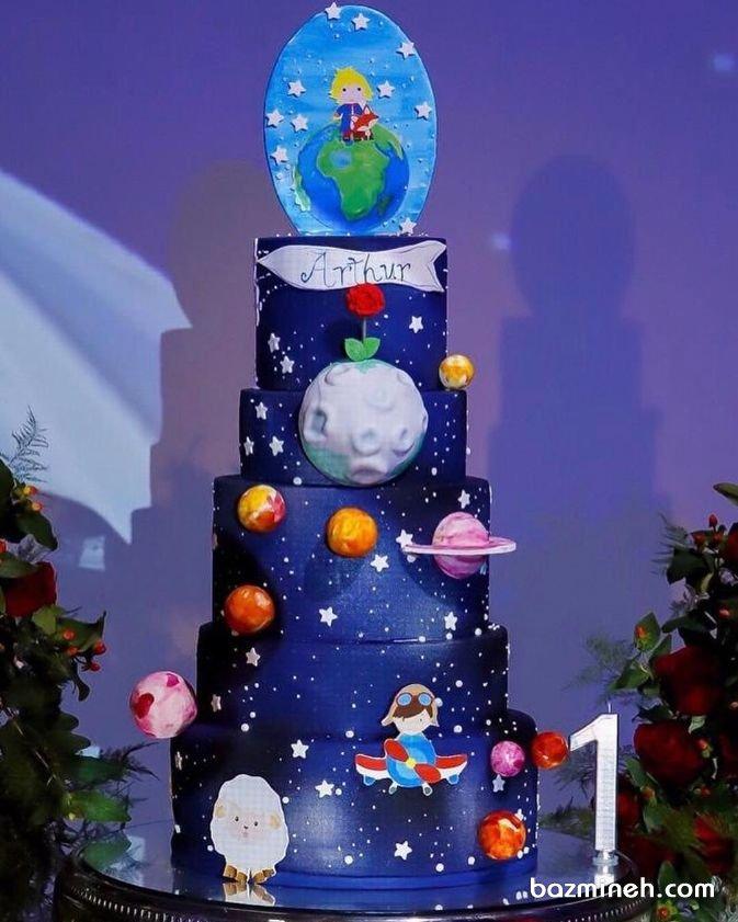 کیک چند طبقه فوندانت جشن تولد کودک با تم شازده کوچولو
