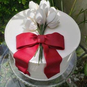 کیک خامهای جشن تولد بزرگسال یا سالگرد عروسی