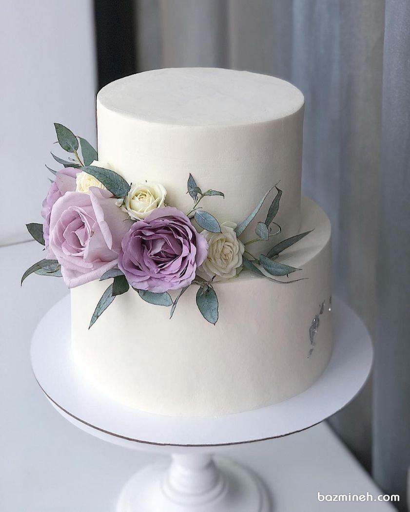 کیک دو طبقه یونیک جشن تولد بزرگسال با تزیین گلهای طبیعی