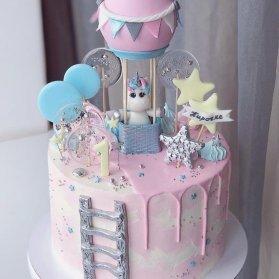 کیک فوندانت جشن تولد یکسالگی دخترونه با تم اسب تک شاخ (یونیکورن)