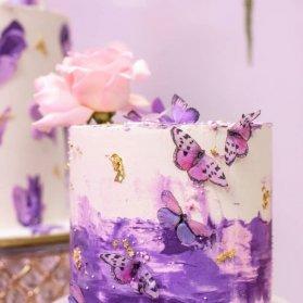 کیک رمانتیک جشن تولد دخترونه با تم گل و پروانه یاسی صورتی
